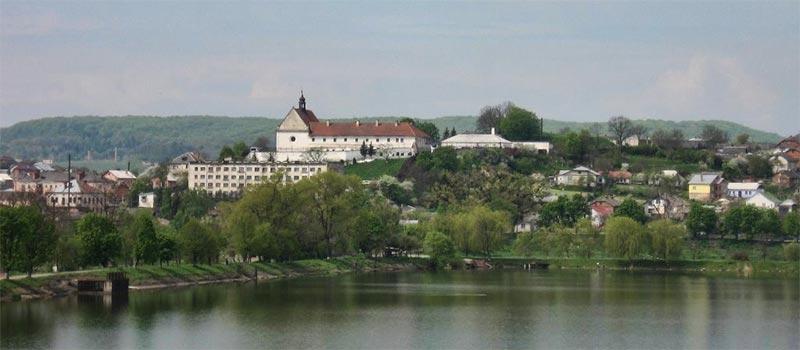 Вигляд на монастир у Бережанах