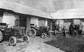 Навчальний тракторний парк Товстенської середньої школи. 1971 р.